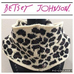 BETSEY JOHNSON Cheetah Scarf